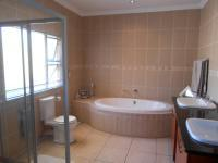 Main Bathroom - 12 square meters of property in Beyers Park
