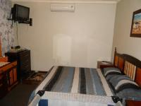 Main Bedroom - 20 square meters of property in Vaalpark