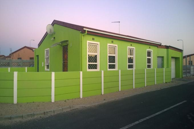 3 Bedroom House for Sale For Sale in Mitchells Plain - Private Sale - MR124223