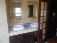 Main Bathroom - 10 square meters of property in Beverley A.H.