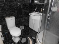 Main Bathroom - 8 square meters of property in Illiondale