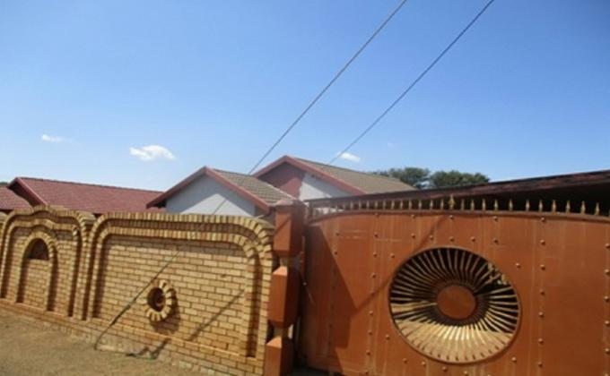 Standard Bank Insolvent 3 Bedroom House for Sale in Ga-Rankuwa - MR124391