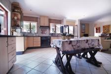 Kitchen - 26 square meters of property in The Meadows Estate