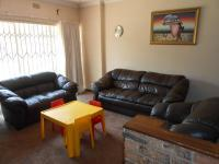 Lounges - 22 square meters of property in Birchleigh North