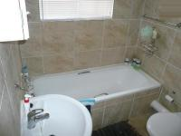 Bathroom 1 - 3 square meters of property in Andeon