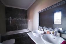 Main Bathroom - 13 square meters of property in Moreletapark