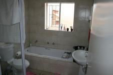 Main Bathroom - 5 square meters of property in Heuwelsig Estate