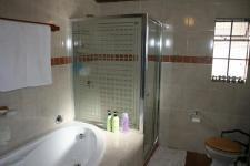 Bathroom 3+ - 91 square meters of property in Eldoraigne