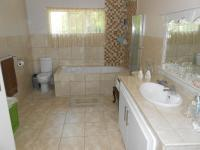 Main Bathroom - 17 square meters of property in Sundra
