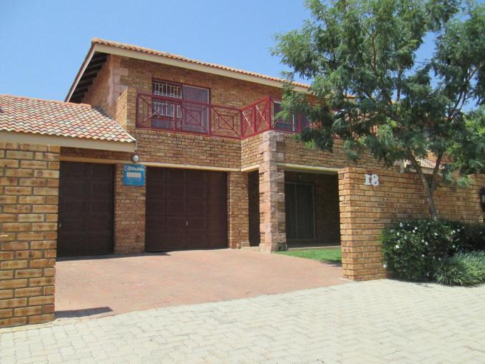 3 Bedroom Sectional Title For Sale in Ruimsig - Home Sell - MR124626