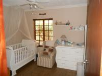 Bed Room 1 - 14 square meters of property in Rooihuiskraal North