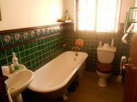 Bathroom 1 - 4 square meters of property in Rooihuiskraal North