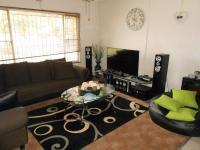 Lounges - 22 square meters of property in Noycedale