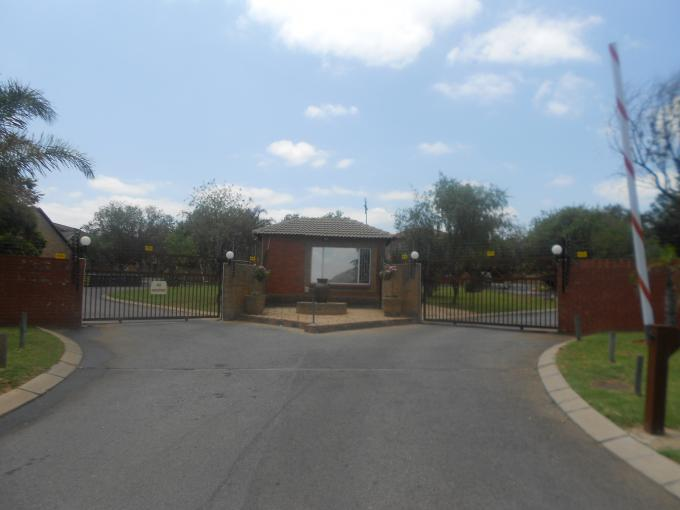 Standard Bank EasySell 3 Bedroom House For Sale in Wilgeheuwel  - MR124787