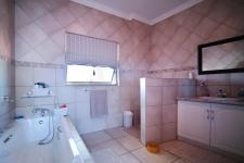 Bathroom 2 - 10 square meters of property in Woodhill Golf Estate