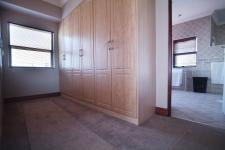 Main Bedroom - 40 square meters of property in Woodhill Golf Estate