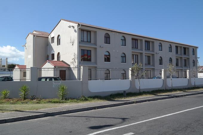 2 Bedroom Apartment for Sale For Sale in Grassy Park - Home Sell - MR124809