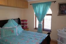 Main Bedroom - 12 square meters of property in Grassy Park