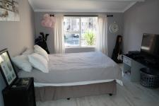 Main Bedroom - 12 square meters of property in Bloubergrant
