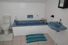 Bathroom 1 - 10 square meters of property in Bloubergrant