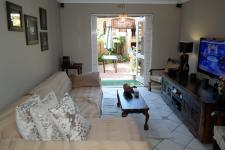 Lounges - 15 square meters of property in Bloubergrant