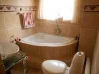 Bathroom 3+ - 24 square meters of property in Pebble Rock