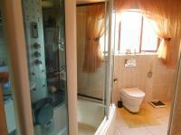 Main Bathroom - 11 square meters of property in Pebble Rock