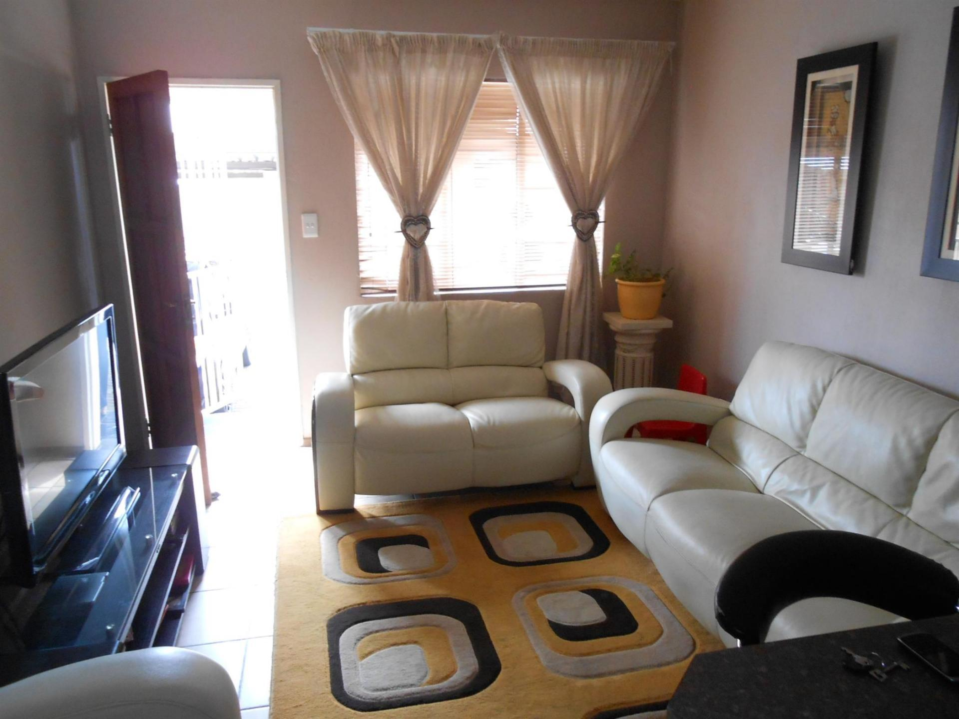 Lounges - 12 square meters of property in Elspark