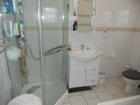 Main Bathroom - 5 square meters of property in Camperdown
