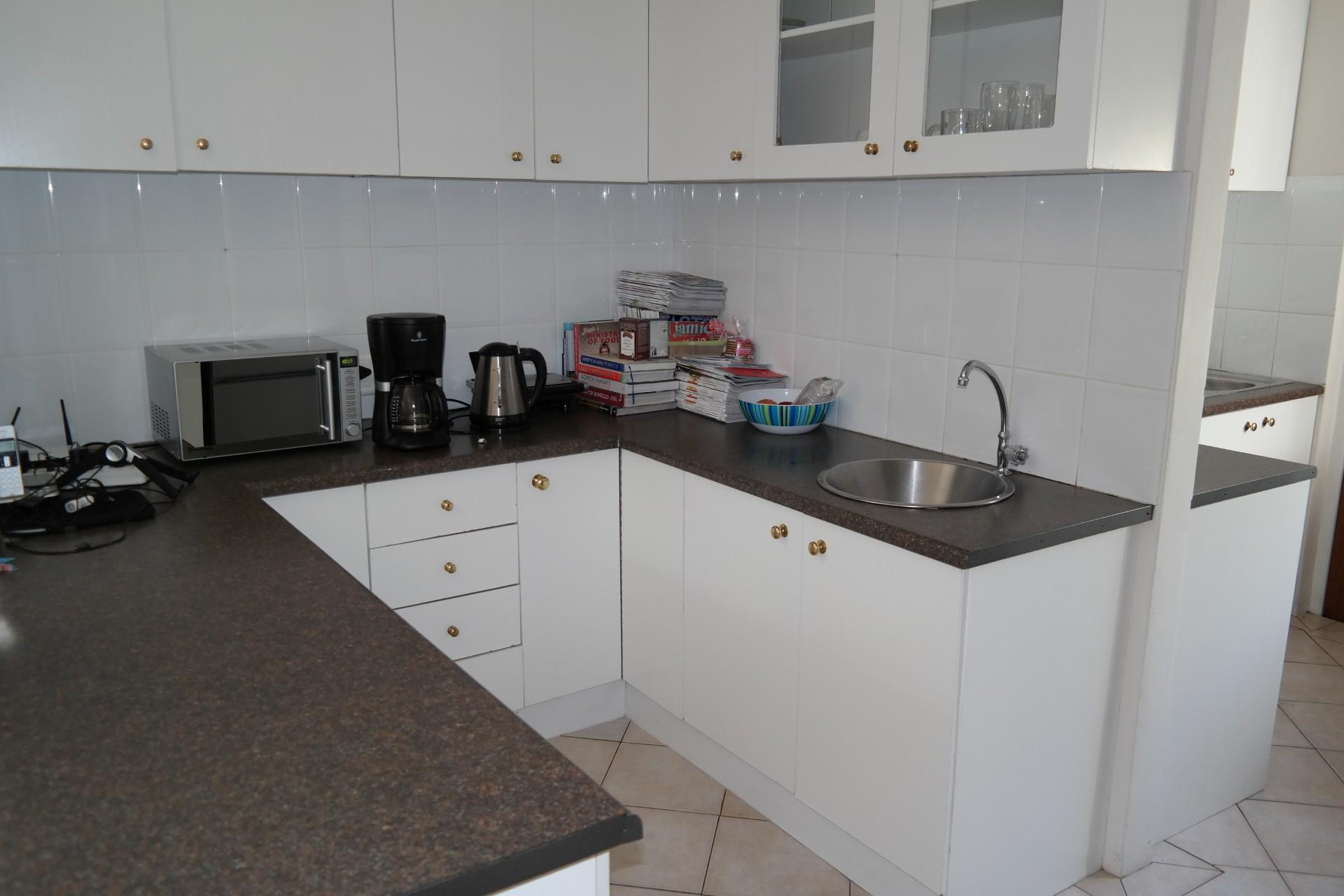 Kitchen - 14 square meters of property in West Beach