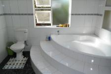 Main Bathroom - 10 square meters of property in West Beach