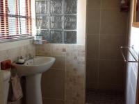 Main Bathroom of property in Montagu