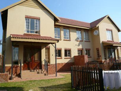 3 Bedroom Cluster for Sale and to Rent For Sale in Brookelands Lifestyle Estate - Private Sale - MR12504