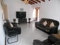 Lounges - 23 square meters of property in Shallcross