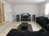 Lounges - 43 square meters of property in Cresslawn