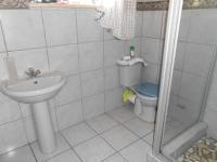 Main Bathroom - 4 square meters of property in Cresslawn