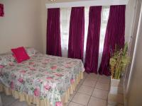 Bed Room 5+ - 11 square meters of property in Uvongo