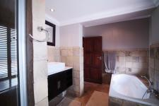 Bathroom 1 - 15 square meters