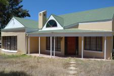 6 Bedroom 2 Bathroom House for Sale for sale in Villiersdorp
