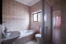 Bathroom 1 - 6 square meters of property in Moreletapark