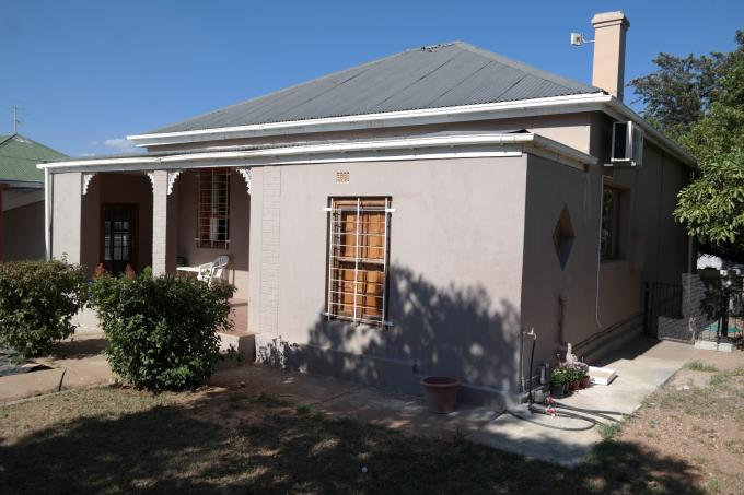 2 Bedroom House For Sale in Moorreesburg - Home Sell - MR125229