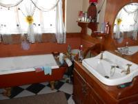 Main Bathroom - 7 square meters of property in Delville
