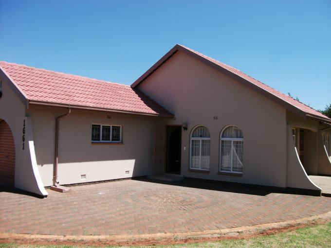 4 Bedroom House For Sale in Lenasia South - Private Sale - MR125444