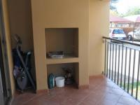 Patio - 11 square meters of property in Rensburg