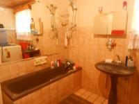 Main Bathroom - 11 square meters of property in Akasia