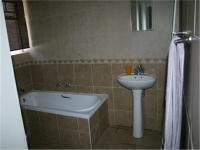 Main Bathroom - 5 square meters of property in Rooihuiskraal North