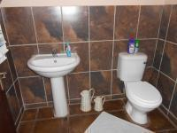Bathroom 2 - 2 square meters of property in Selcourt