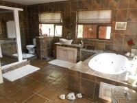Main Bathroom - 19 square meters of property in Selcourt