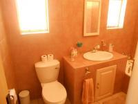 Bathroom 2 - 5 square meters of property in Murrayfield