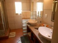 Main Bathroom - 9 square meters of property in Murrayfield